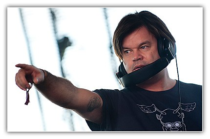 Paul Oakenfold and Azelia Banks team up on 'Venus'