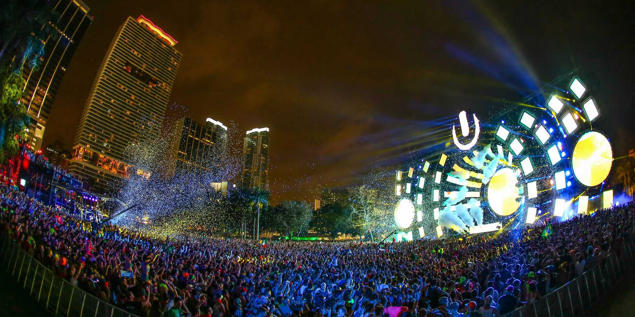 Home EDM News Ultra Music Festival Bans Selfie Sticks, Totems and More