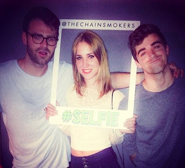 Музыку The Chainsmokers Selfie