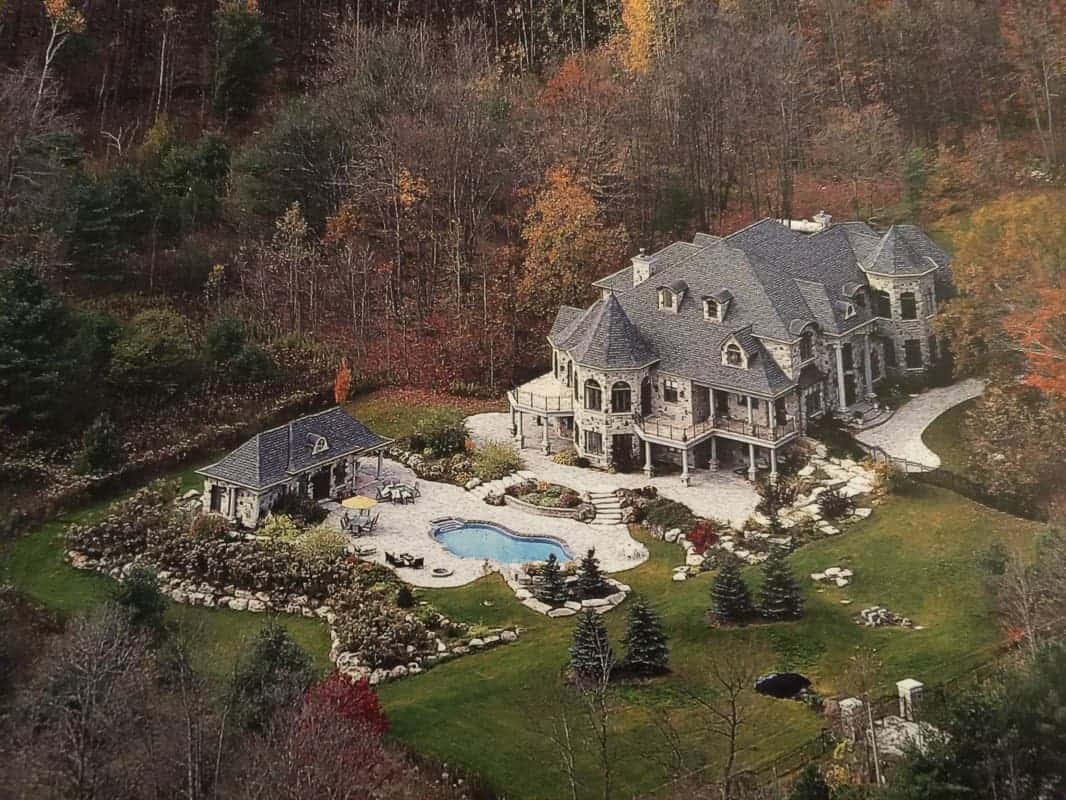 Deadmau5 purchased this beautiful 5 million house in canada Canada house