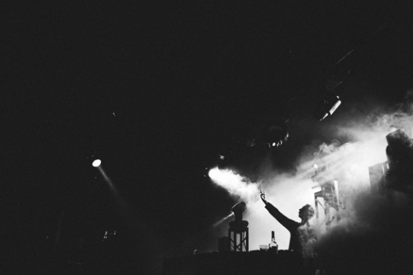 rl-grime-live-bw-smoke